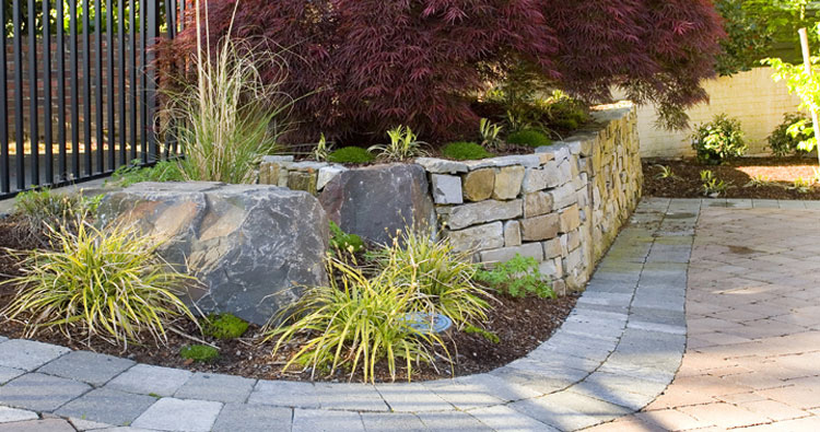 dry-stacked montana ledgestone walls on a courtyard landscaping hardscapilng design and construction by urban oasis llc retaining walls near seattle bellevue wa